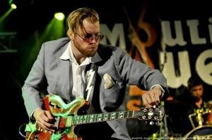 Kid Andersen på Moulin Blues Festival. Foto: Dave van Houts